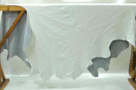 Möbelskinn slipat vitt/ helt skinn